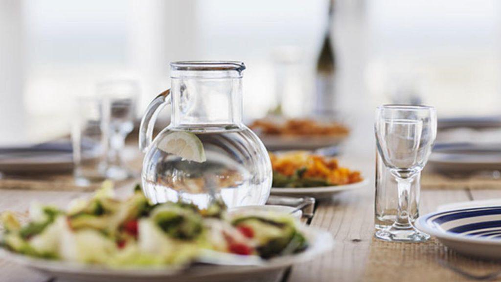 نوشیدنی همراه غذا
