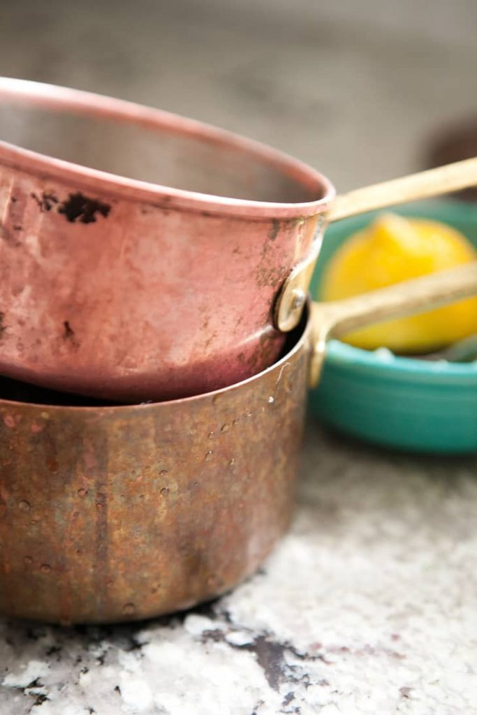 تمیز کردن و برق انداختن ظروف مسی