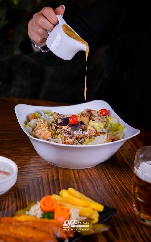بهترین رستوران برای سالاد سزار به همراه طرز تهیه سالاد سزار رستورانی