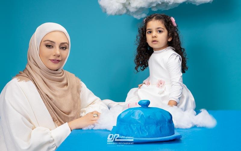 یکنا ناصر در بهترین رستوران برای روز مادر