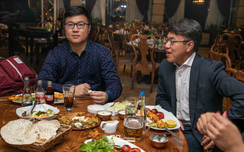 مهمان خارجی در رستوران
