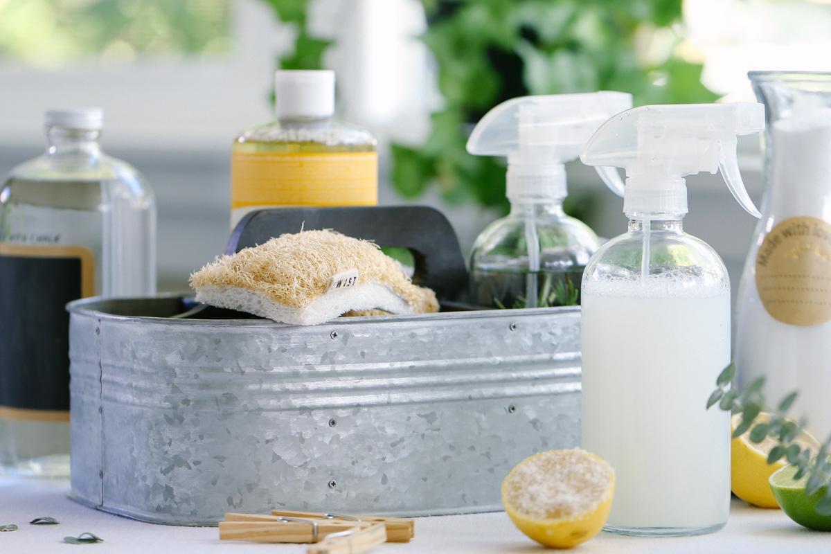 تمیزکاری سرویس بهداشتی با لیمو
