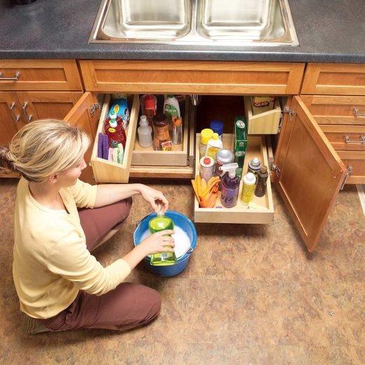 تمیز کردن کابینت زیر سینک